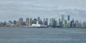 Blick auf Downtown Vancouver vom Lonsdale Quay Market